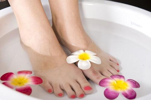 feet soaking
